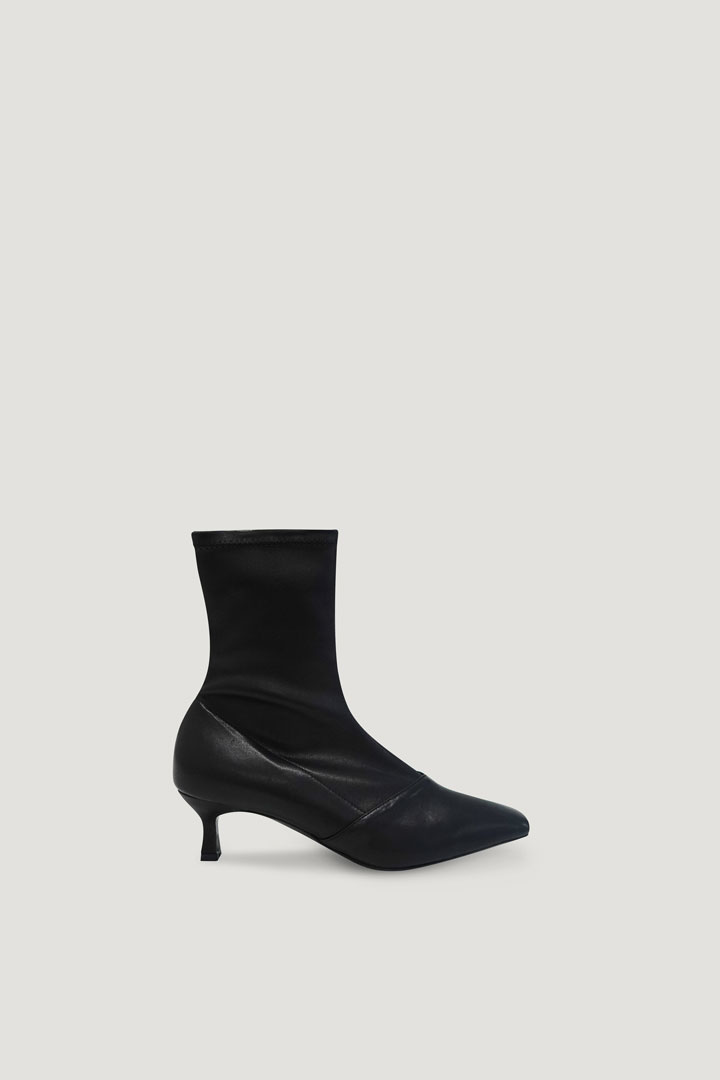 Pernell Ankle Boots (Black)