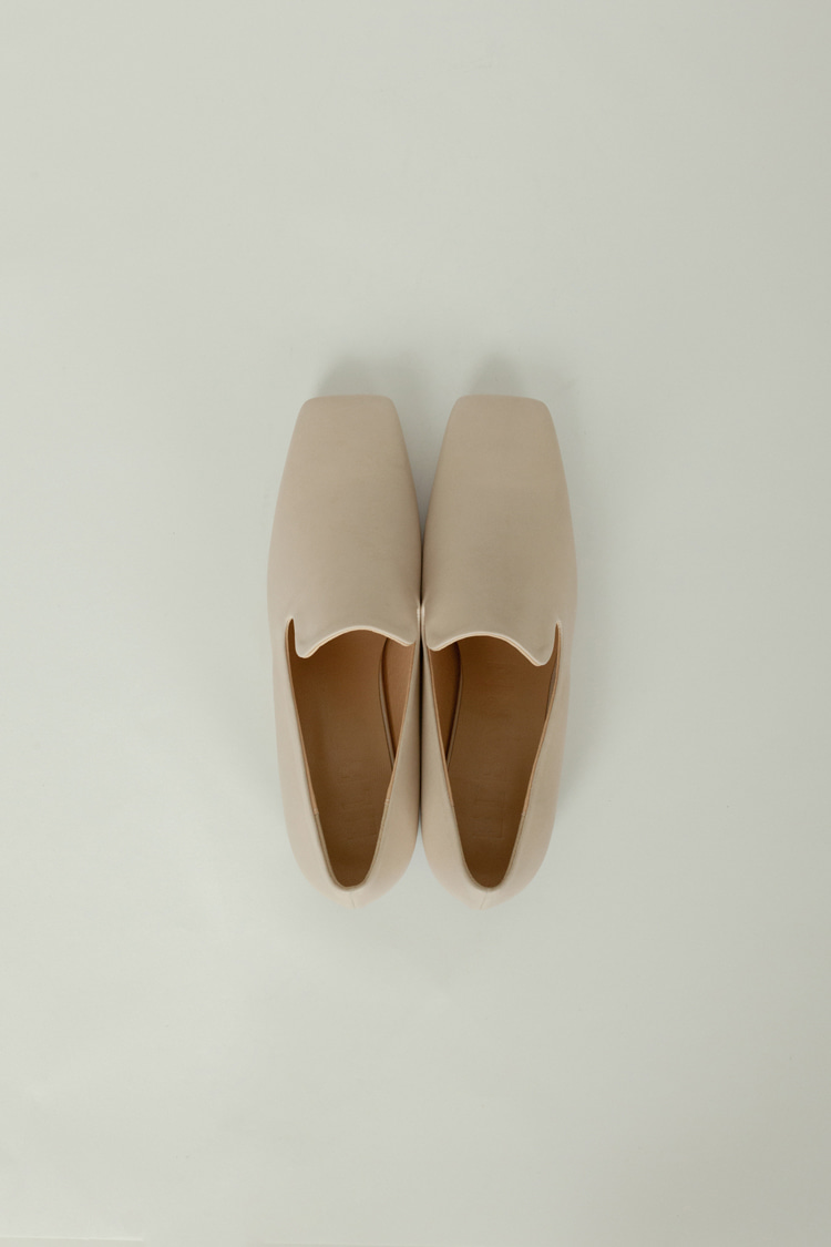 Notch Loafer (Skin Beige)